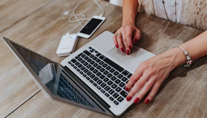 woman-laptop